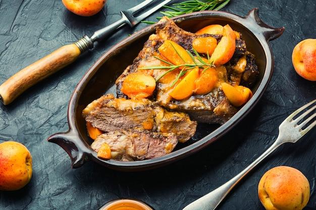 Steak de veau sauté aux abricots
