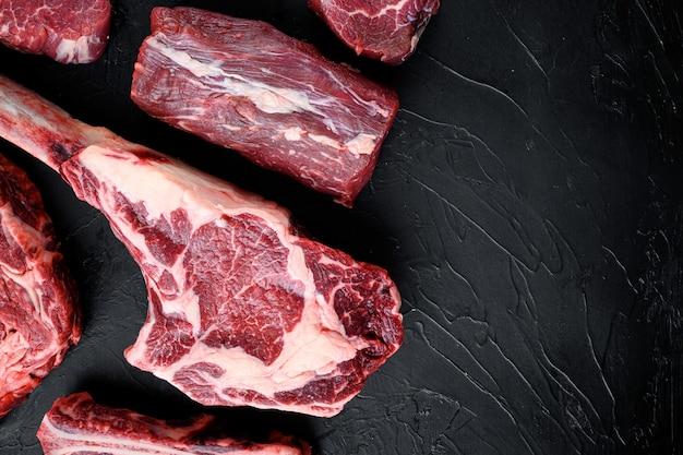 Steak de viande crue marbrée fraîche, ensemble d'assaisonnements