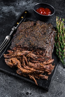 Steak De Viande De Poitrine De Boeuf Fumé Bbq à La Texas Photo Premium