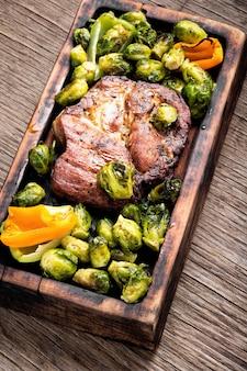 Steaks de boeuf aux légumes grillés