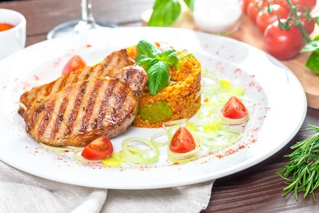 Steaks avec gruau de kuskus
