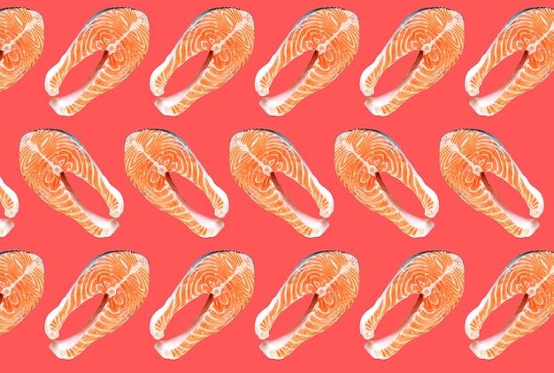 Steaks de poisson saumon isolés sur fond rose. vitamine oméga 3, mode de vie sain. nourriture végétarienne naturelle. vue de dessus.