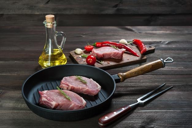 Steaks de porc sur poêle