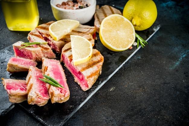 Steaks de thon grillés