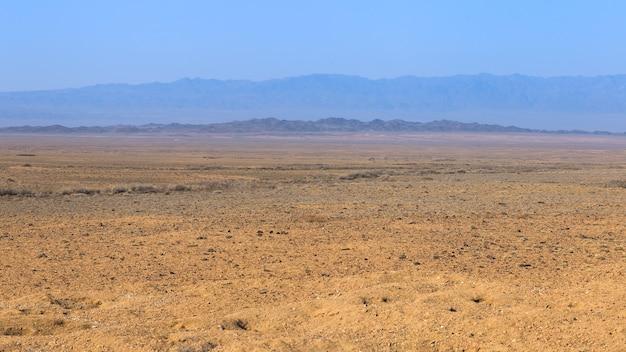 Steppe dans la région d'almaty au kazakhstan
