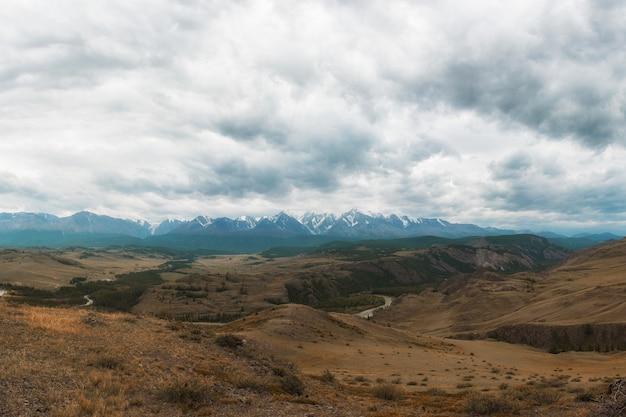 Steppe kurai et crête nord-chui