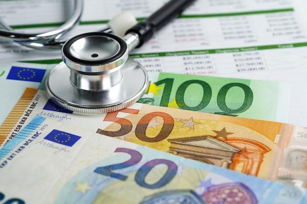 Stéthoscope sur les billets en euros