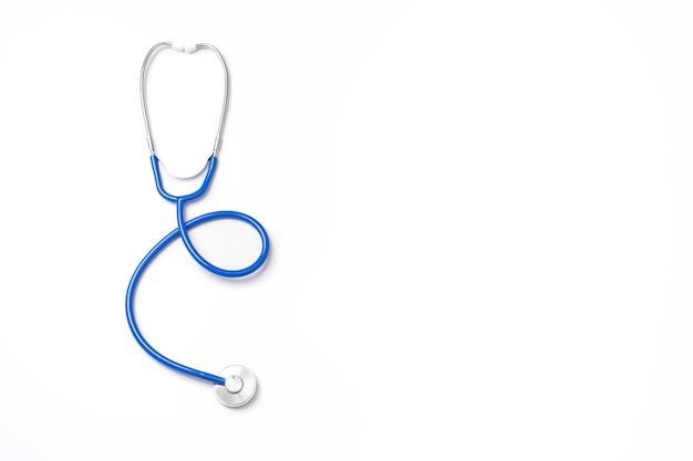 Stéthoscope bleu, objet d'équipement de médecin, isolé. vue de dessus