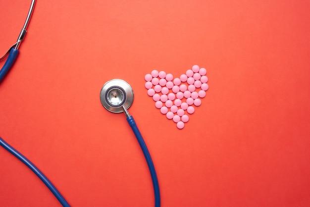 Stéthoscope médecine traitement pharmaceutique fond orange. photo de haute qualité