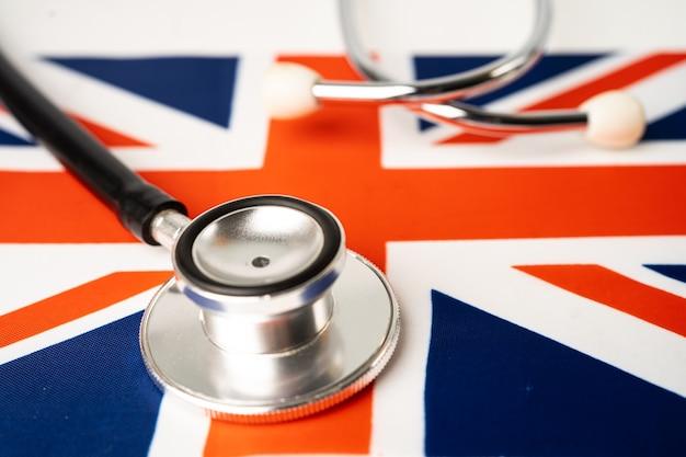 Stéthoscope noir sur le drapeau du royaume-uni