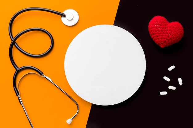 Stéthoscope et pilules