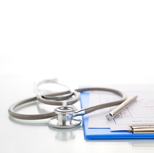 Stéthoscope avec presse-papiers médical bleu