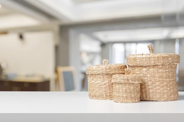 Stockage à domicile organisant des paniers