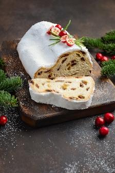 Stollen de noël. allemand traditionnel, dessert festif européen.