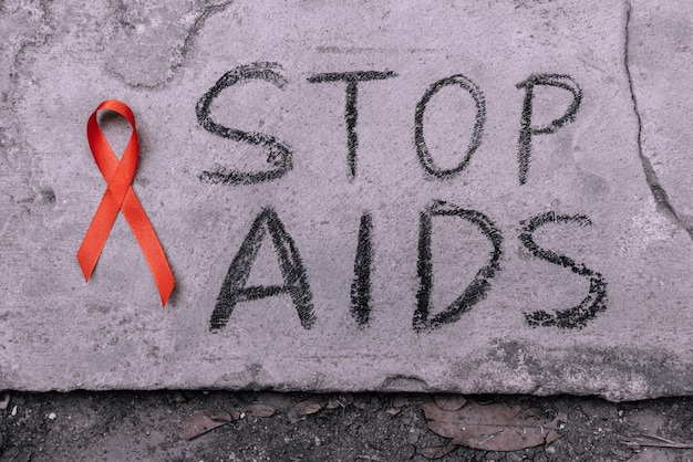 Stop aids, texte écrit à la main par le chacoal noir.