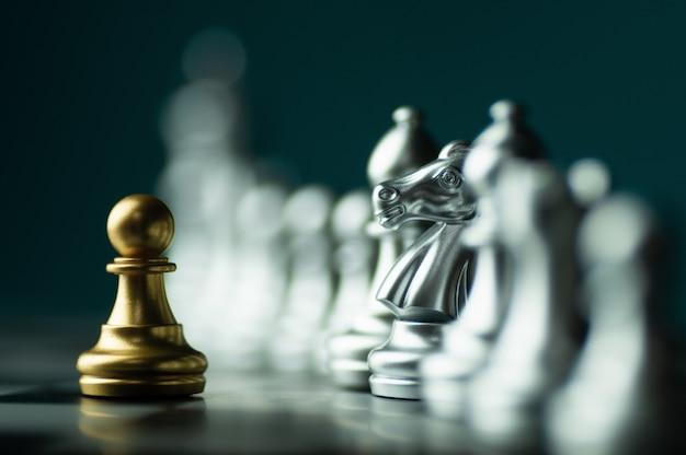 Stratégie de l'idée et concept commercial confidentiel, pièces d'échecs king à bord
