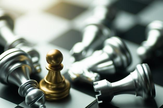 Stratégie de l'idée et concept d'entreprise de concurrence confidentielle, pièces d'échecs king à bord