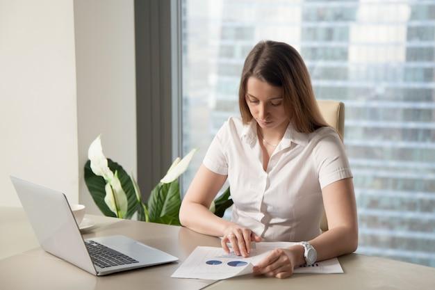 Stratégie de planification de femme d'affaires pour entreprise