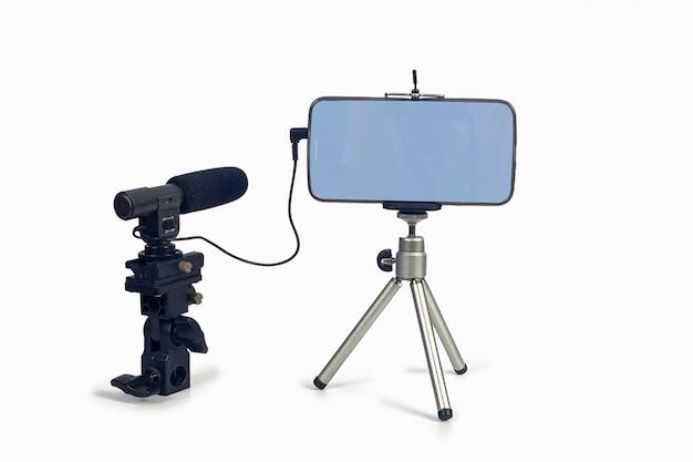 Streaming vidéo en direct avec un téléphone intelligent et un outil de microphone.