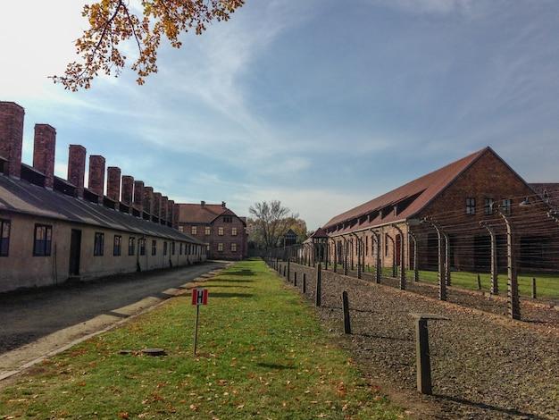 Street à auschwitz et birkenau un camp de concentration en pologne