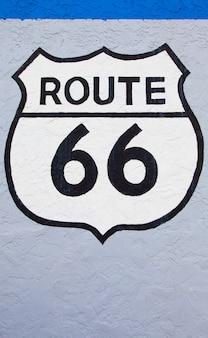 Streetight célèbre de la route 66 peinte sur un mur à flagstaff