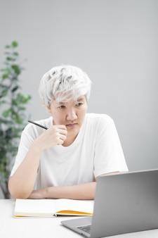 Stress résultant d'une étude sur la quarantaine sociale en ligne de covid19