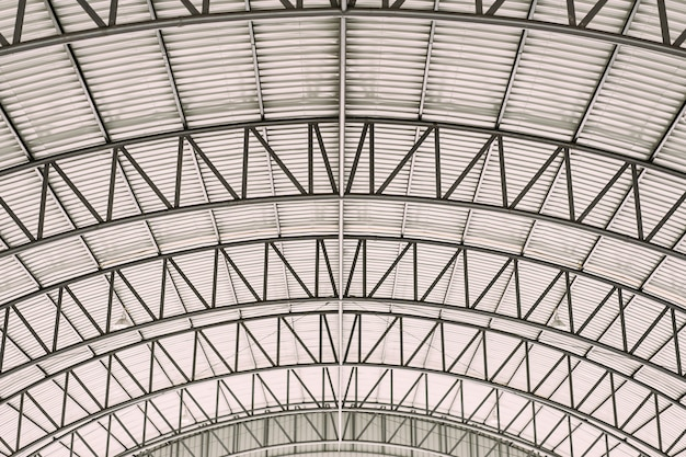 Structure design en acier à toit courbe avec tôle d'acier galvanisée pour tuile.