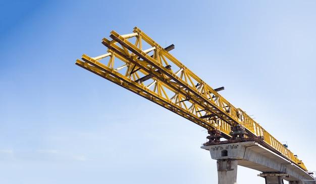 Structure de pont routier d'ingénierie à partir de l'architecture métallique en acier dans l'industrie de la construction
