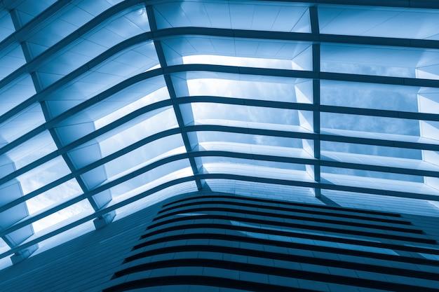 Structure de puits de lumière en métal du centre d'art