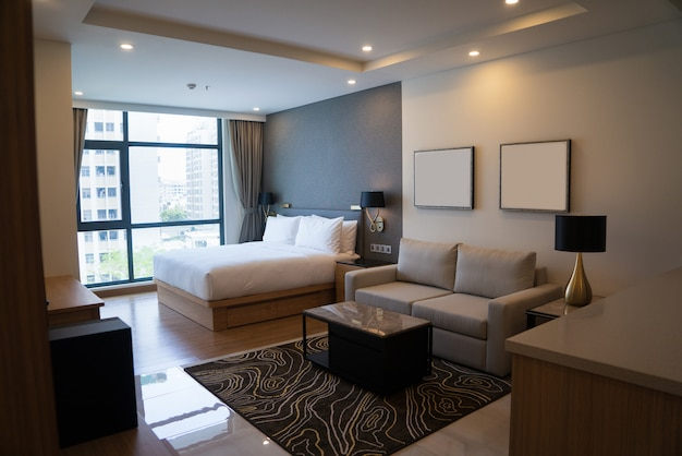 Studio confortable avec chambre et espace de vie.