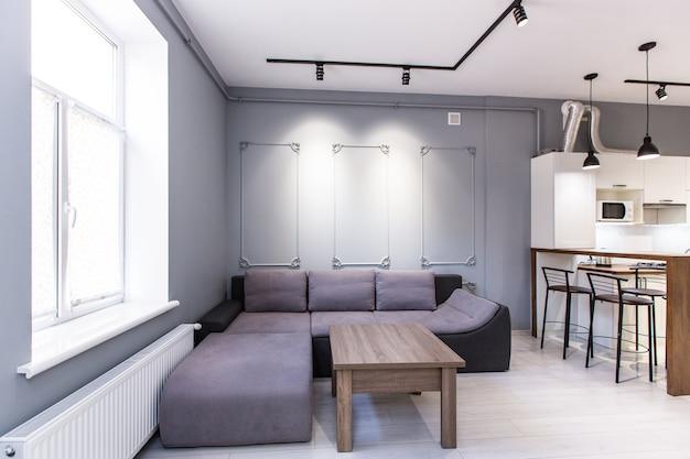 Studio de cuisine avec salon de style loft, aux couleurs blanches