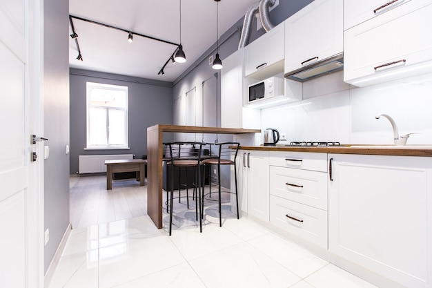 Studio de cuisine de style moderne, en blanc
