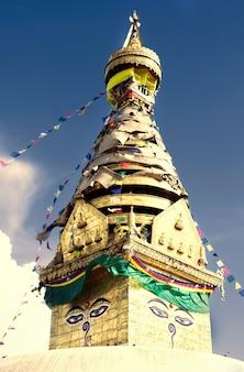Stupa bouddhiste dans la vallée de katmandou, népal. swayambhunath (temple des singes)
