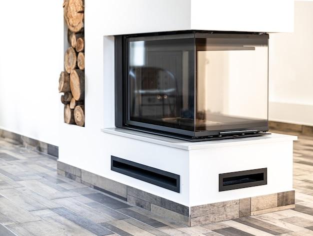 Style d'angle de salon avec décor de cheminée et style de pièce intérieure concept bois.