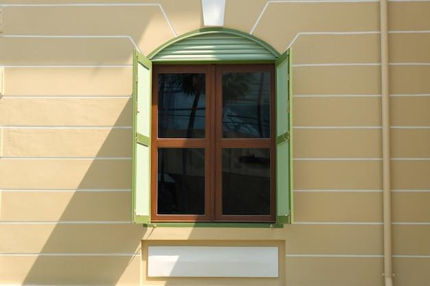 Style de fenêtre en bois ancien