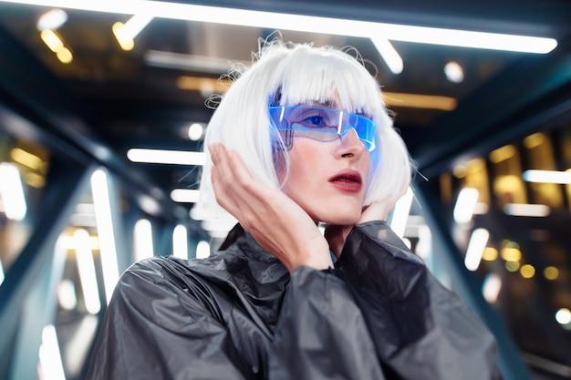 Style futuriste. femme cyberpunk.