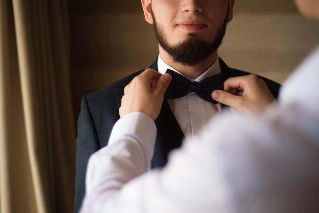 Style de l'homme. costume, chemise et poignets