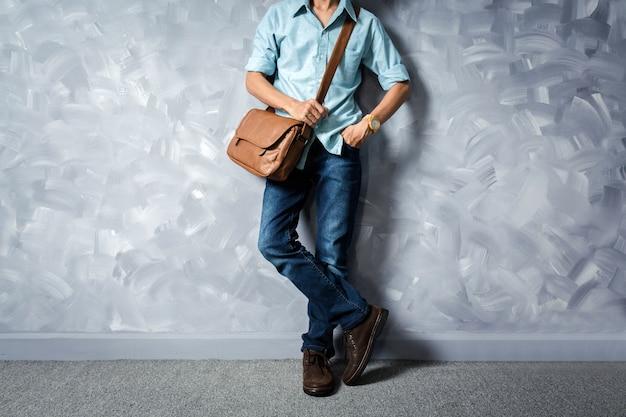 Style rétro de vêtements vintage hommes avec éclairage faible clé sur loft