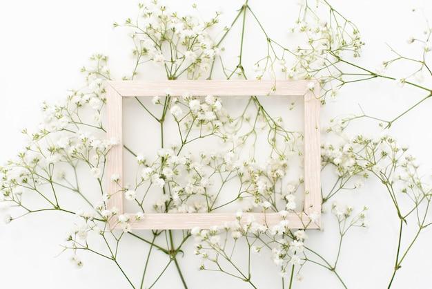 Style de stock photo. maquette de papeterie de bureau de mariage féminin avec carte de voeux vierge