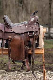 Style de vie campagnard avec selle en cuir