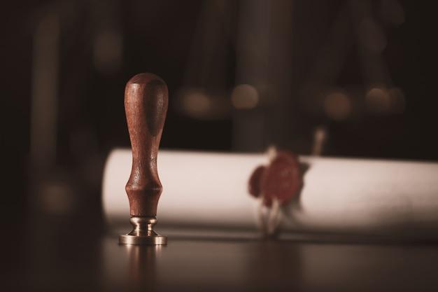 Stylo et cachet du notaire public sur le testament et dernier testament outils du notaire