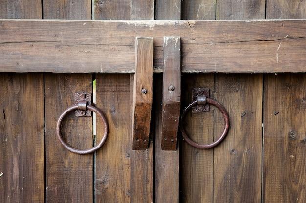Stylos anciens en forme d'anneaux en métal
