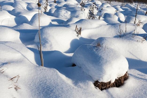 Submerger les grandes dérives après les chutes de neige