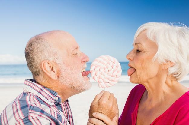 Sucette lécher couple senior