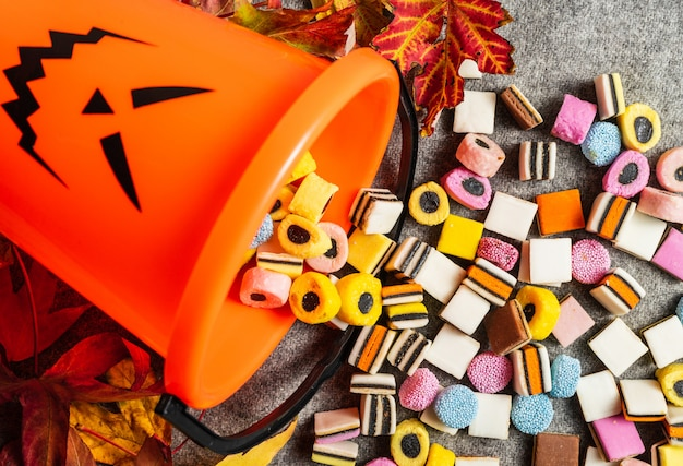 Sucette trick or treat pumpkin sur le côté pour collecter des bonbons à l'halloween