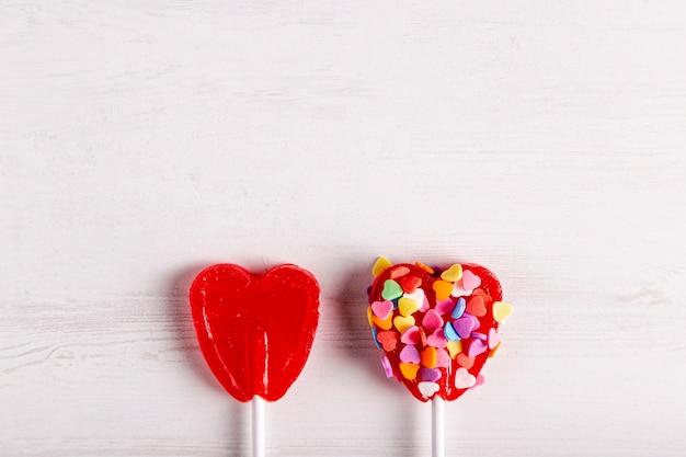 Sucettes coeur délicieux avec copie espace