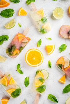 Sucettes glacées de sangria, limonade ou mojito