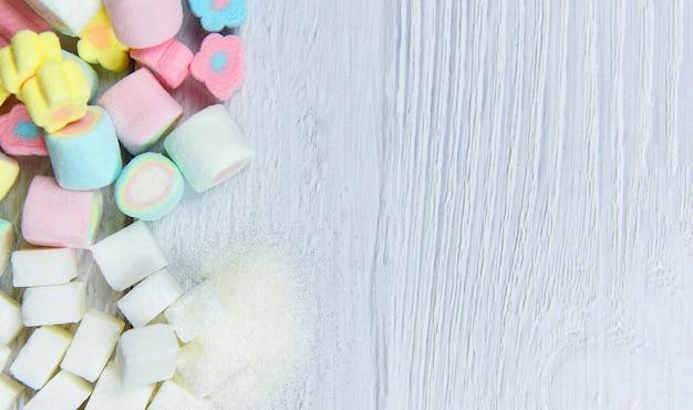 Sucre blanc et bonbons colorés sucrés pas de sucre dans le régime alimentaire qui cause le diabète obésité