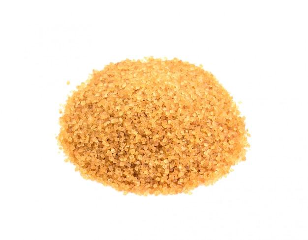 Sucre brun naturel produit sain isolé sur blanc