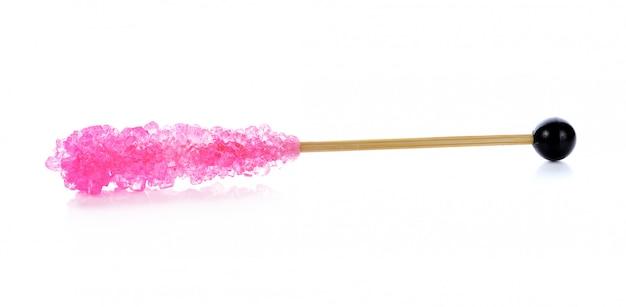 Sucre en cristal rose, sucre de décoration sur blanc.